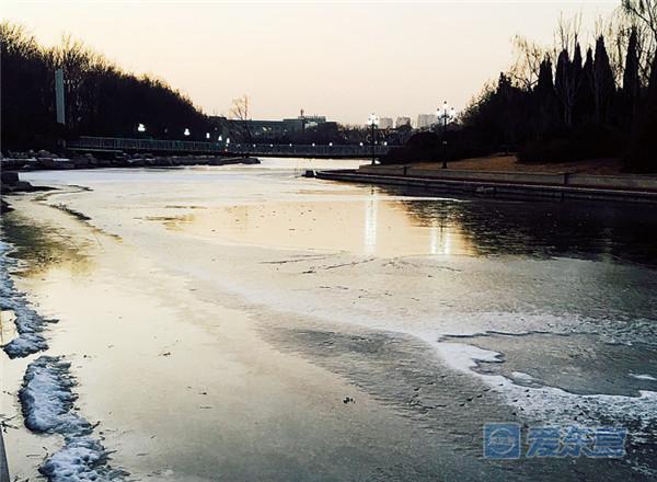 【安全进行时】冰面复杂危险 远离安全隐患