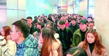 应对春运各有妙招!济南火车站出站口新设换乘中心