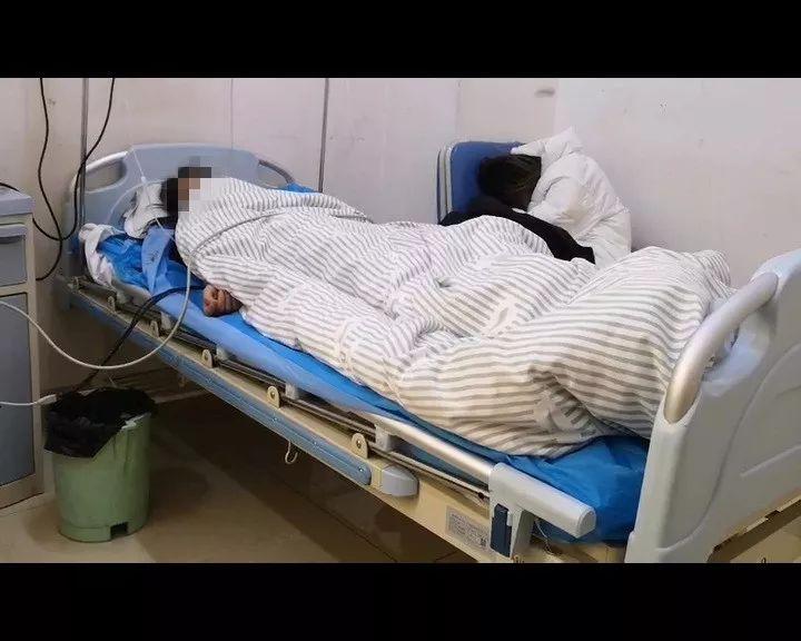 15岁女孩辍学来济南,醉酒吐血住院!父母却不愿见她