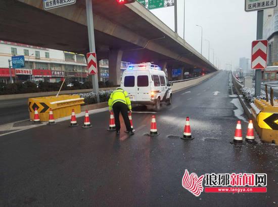 临沂市民请注意 雪天路滑事故多发 出行注意安全