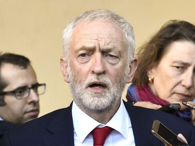 英国反对党领袖寻求提前选举