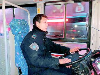 点赞!济南这位司机一人撑起一条通往大山的公交线