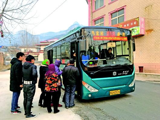 济南有条扶贫公交线:一人一车一条线,独守大山深处