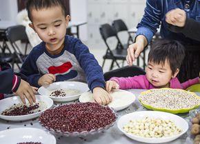 山东滨州:腊八粥习俗走进亲子活动