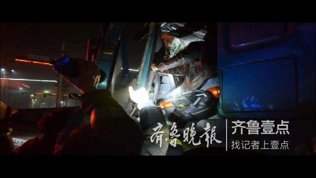 深夜,一大货车在济南发生追尾事故!消防紧急救援