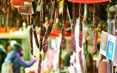 青岛:风味年货俏销节日市场