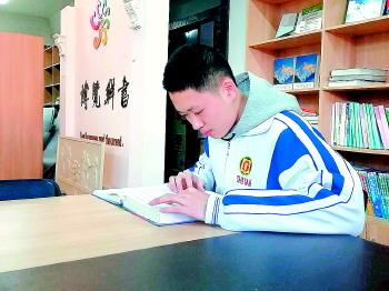省实验李一鸣在2018年英国物理奥赛中获全球超级金奖
