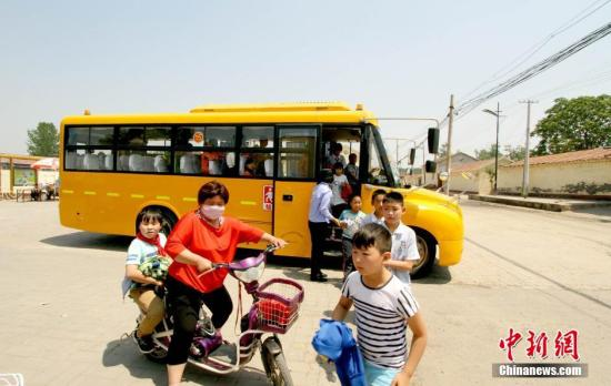 """官方:坚决禁止中小学生和幼儿乘坐""""黑校车"""""""