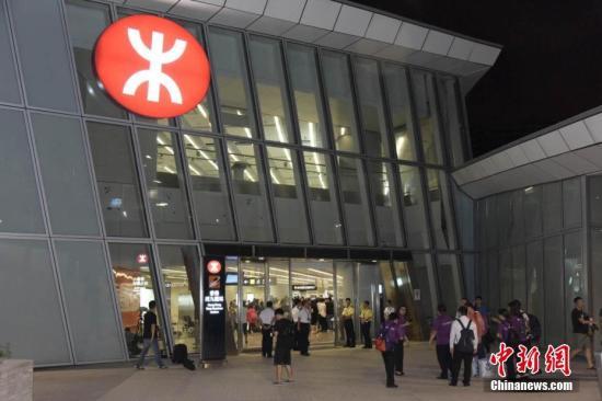 香港商报:高铁出行受港人热捧 逐渐融入市民生活