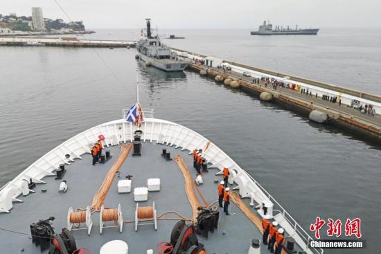 中国海军和平方舟医院船完成任务回国