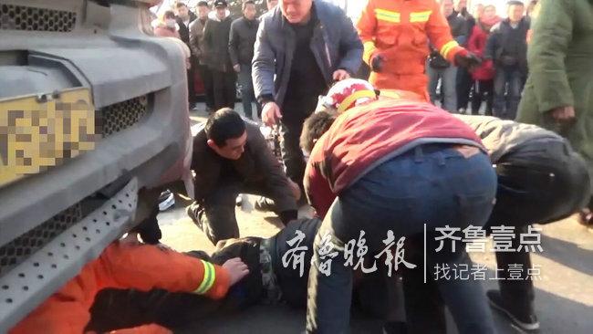 因事故两人被卷入半挂车底, 菏泽消防100秒生死救援