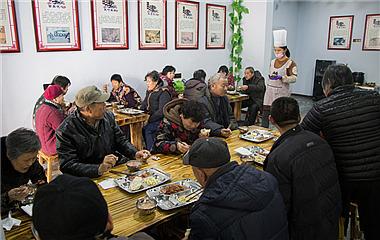 一块钱就能吃上热乎饭!枣庄一元敬老餐厅暖人心