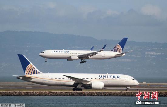 美联航客机门被冻坏无法起飞 乘客困机上约16小时