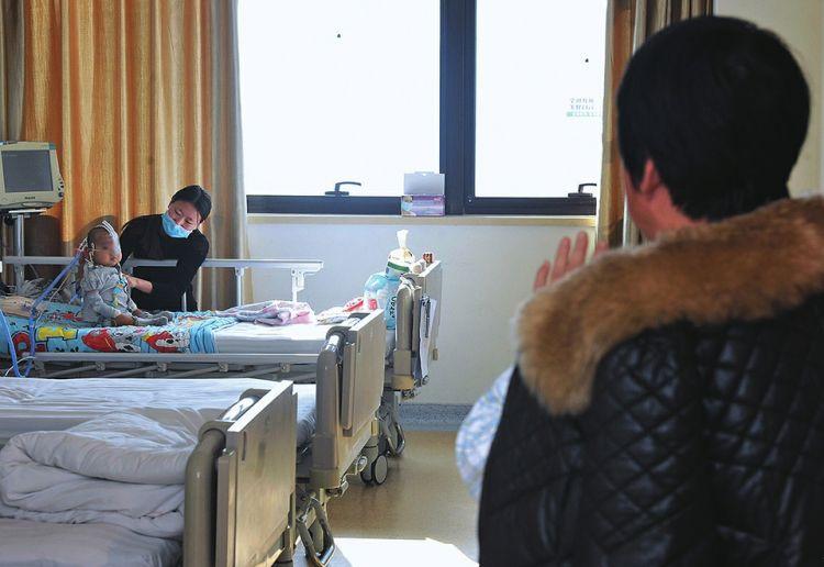 隔辈亲有多亲?商河老人执意为1岁半孙子捐出1/3肝脏