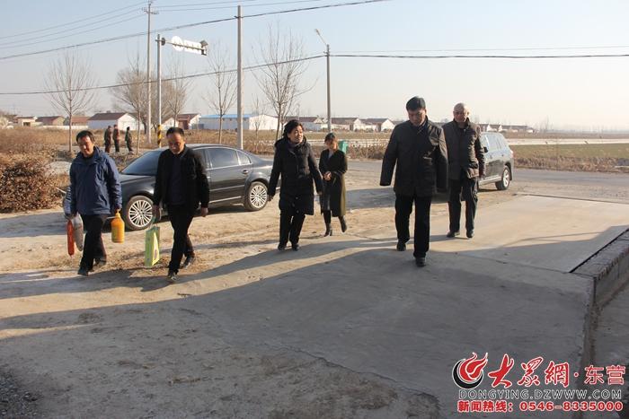 东营市地震监测中心走访帮扶联系村困难群众