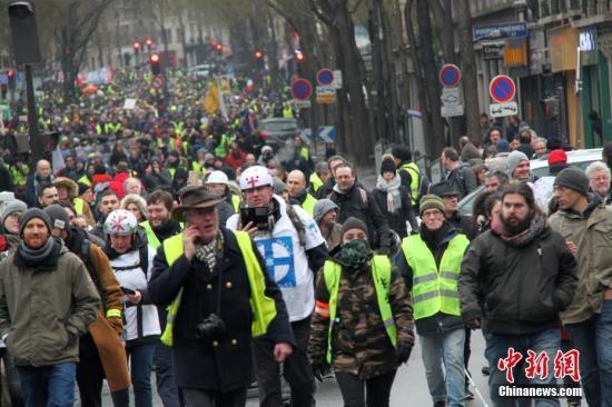 """法""""黄背心""""代表要求与总统会面 威胁组织抗议"""