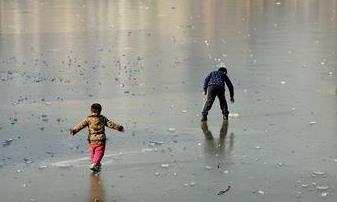 冰面暗藏杀机 提醒聊城市民:生命,有时比冰脆弱
