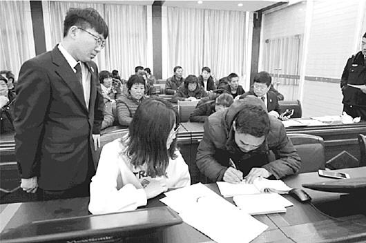 """去年山东230人因抗拒执行被判刑,""""老赖""""出门更难了"""
