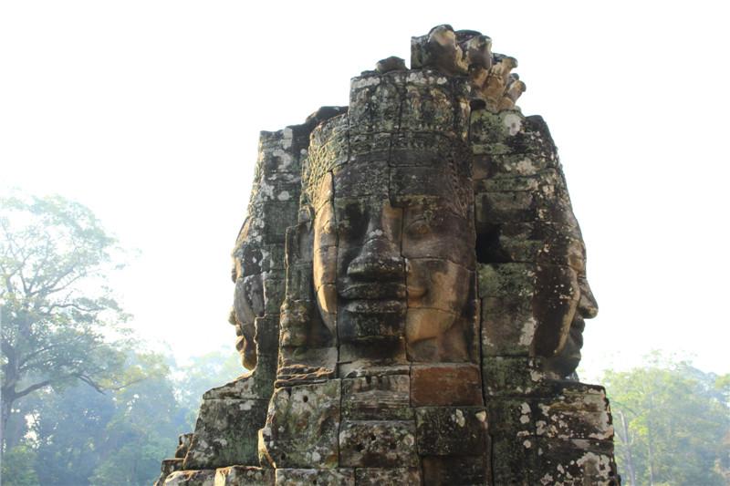 2、这次旅行目的地为柬埔寨的暹粒省。主要景点是吴哥窟及周边古迹和洞里萨湖
