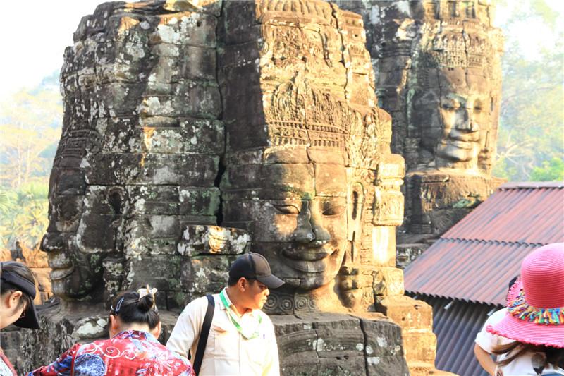 4、大吴哥古迹群中的巴戎庙里有54座宝塔