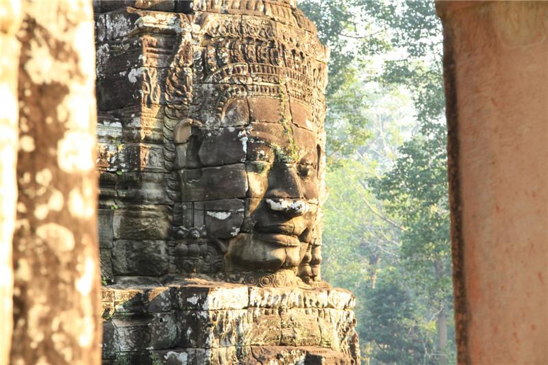 """10、""""高棉的微笑"""""""