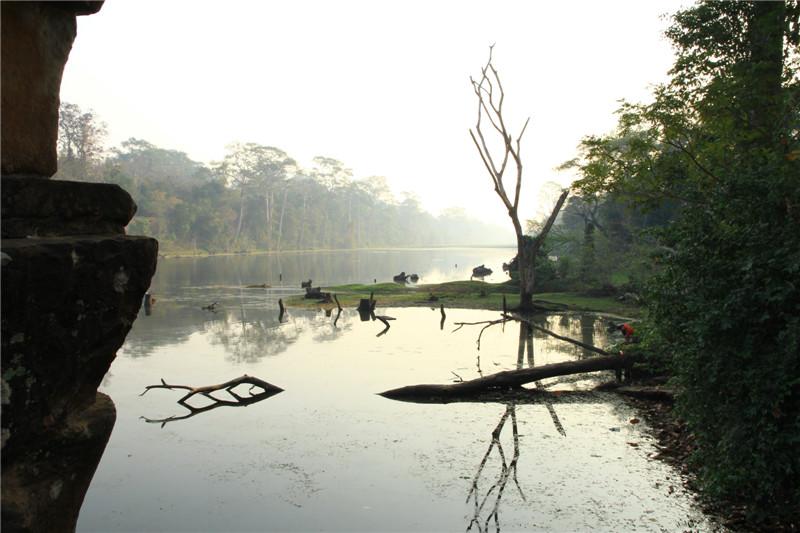 21、吴哥古城外护城河