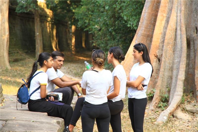 59、估计是南亚国家的游客