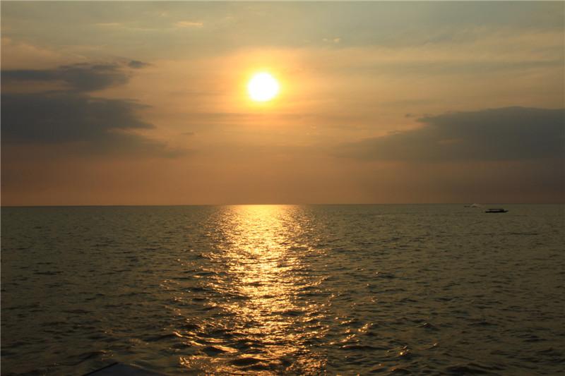 """89、该湖旱季面积2700平方公里,在雨季能达到16000平方公里,是柬埔寨的""""生命之湖"""""""
