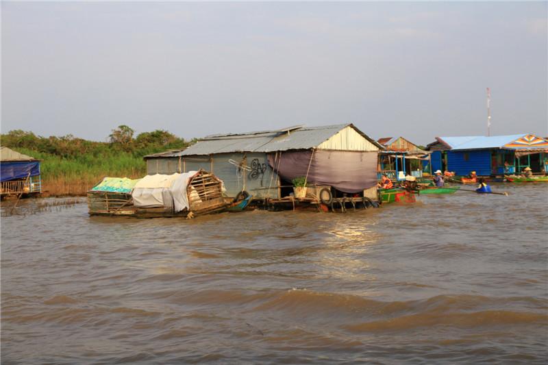 105、难民的孩子可以接受由柬政府提供的小学教育