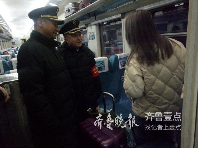 潍坊一对父母闹离婚女儿离家出走,半夜大明湖站劝回