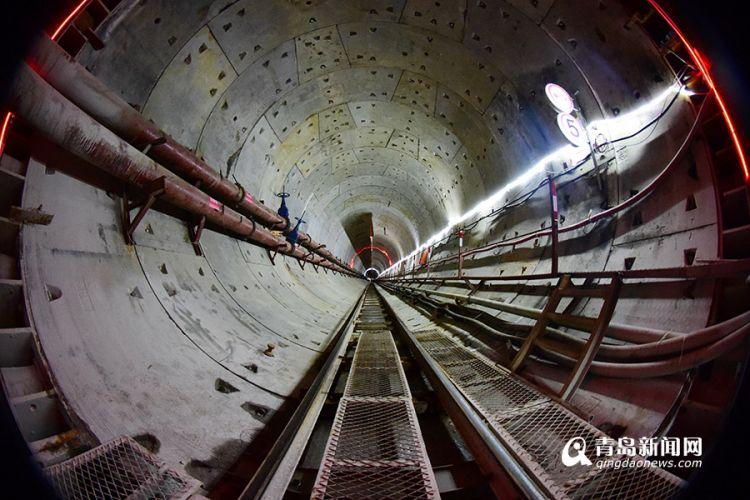 高清:青岛地铁8号线7座车站主体已封顶 春节不停工