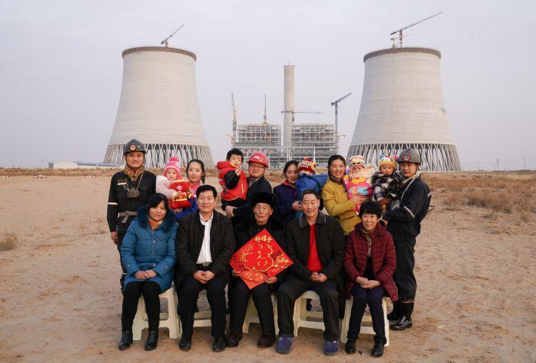 """内蒙古的""""山东年味"""":山东能源四代人坚守大漠13年"""