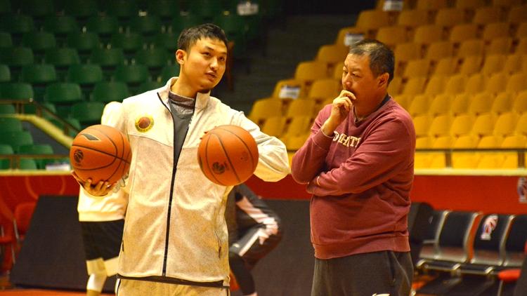春节前最后一战 山东男篮赛前训练井然有序
