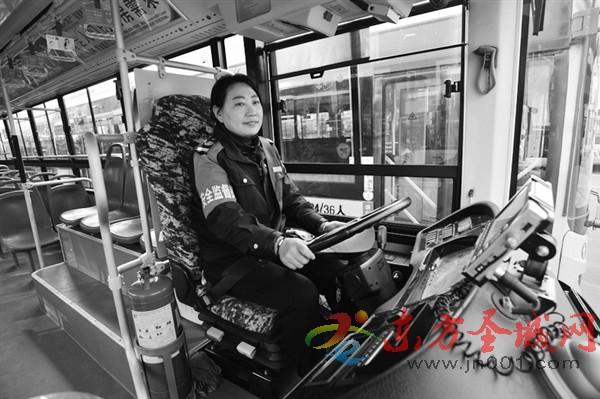 城际公交司机:一声新年好 温暖整车厢