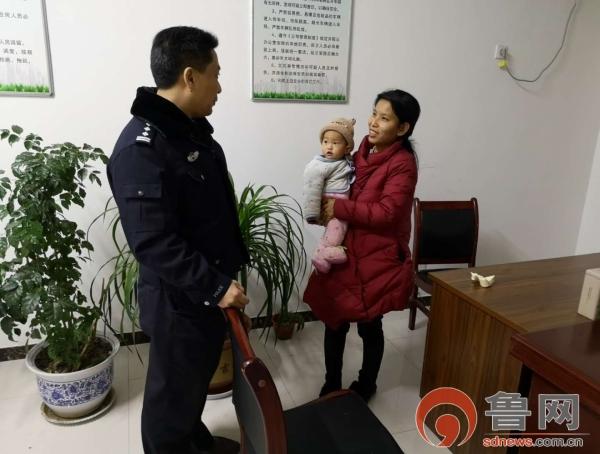 济宁支队汶上大队民警救助高速被困母子