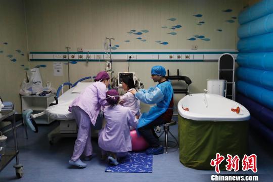 """""""幸孕""""跨年 上海一妇婴半小时降生3个""""金猪宝宝"""""""
