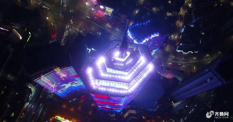 聚焦高楼顶端,城市满满赛博朋克感.jpg