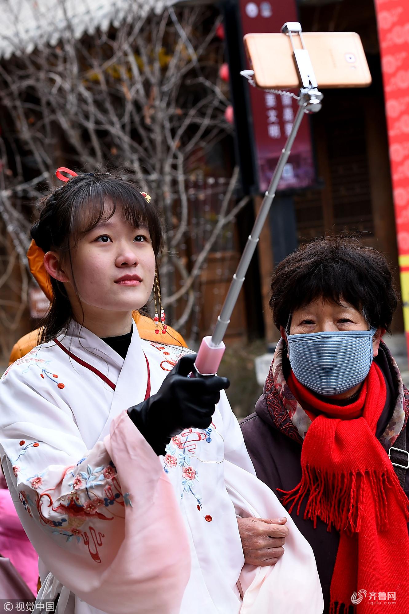 表情里过大年!这些春节表情妙趣横生古城包劲舞团图图片