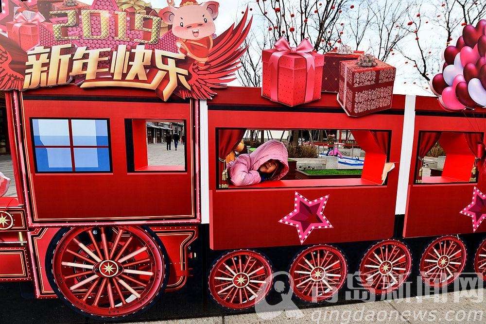 开往春天的小火车。
