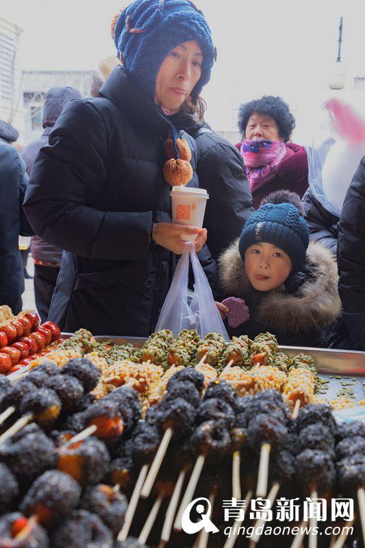 冰糖葫芦热卖。