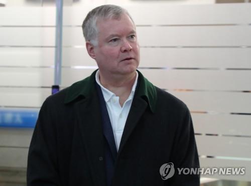 美对朝代表结束为期一周的韩朝之行 启程回国