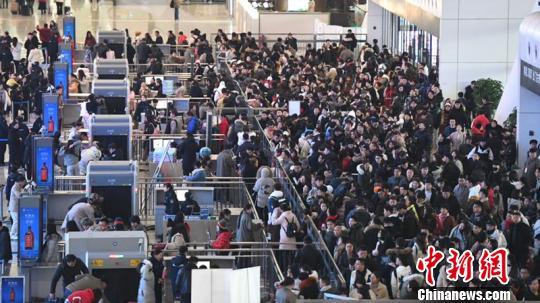 春运返程客流持续攀升 长三角铁路今日增开旅客列车356列