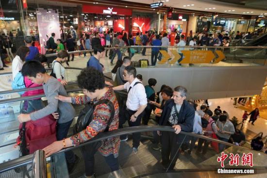 张建宗:农历新年假期逾303万人次进出香港
