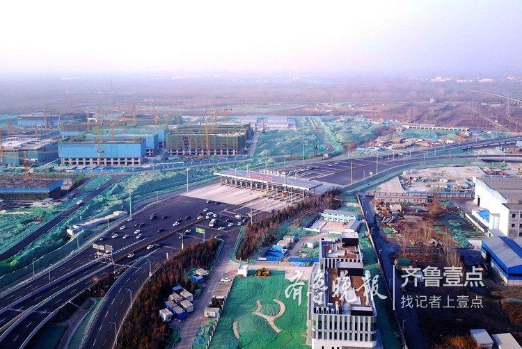 航拍济西门户:京台高速国际医学中心站