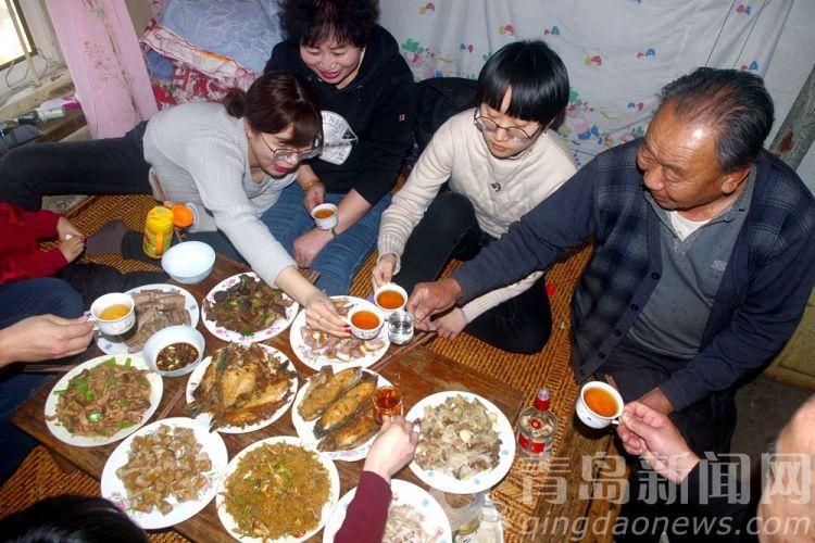 青岛乡村过年聚餐是啥样?农家菜馋人