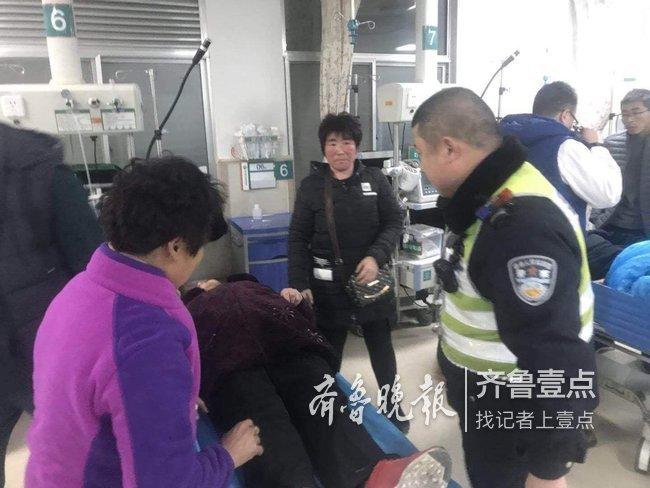 老人误食农药求助,泰安交警开警车护送就医