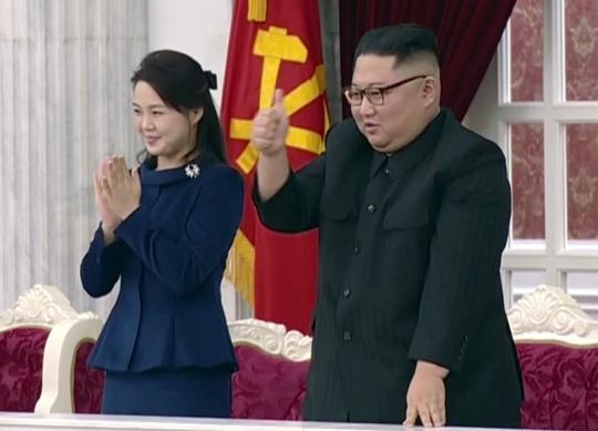 金正恩看建军节演出时要这首歌再来一遍 满意竖拇指