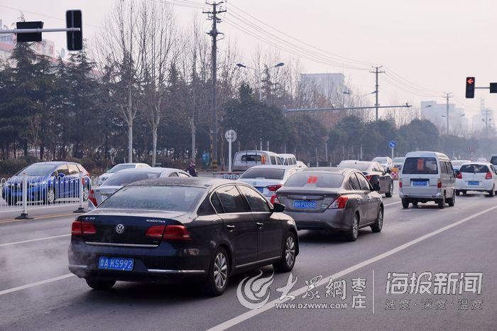 节后开工第一天 枣庄街头有点堵(组图)