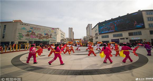 济南市第十六届民族文化艺术展演亮相 吸引众多市民游客围观