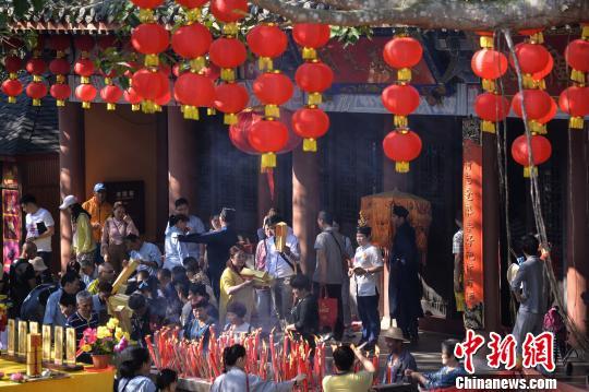 海南春节接待游客580余万人次 揽金143.75亿元